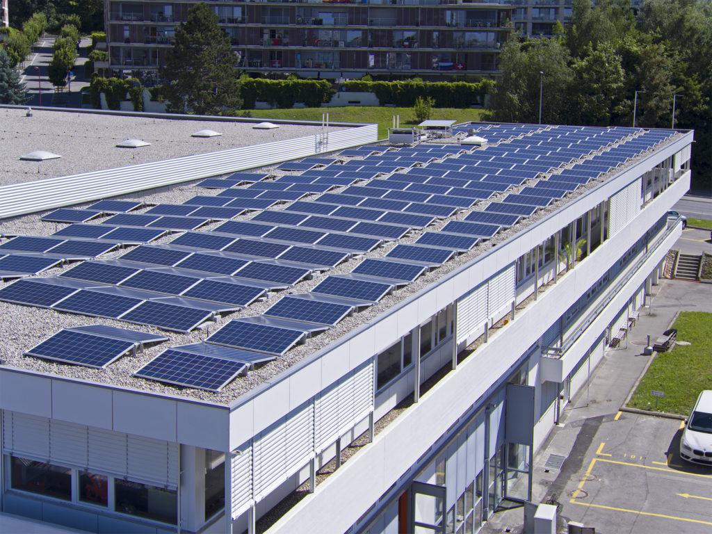 Installation photovoltaïque SI-REN sur le toit du bâtiment sis chemin du Rionzi 52