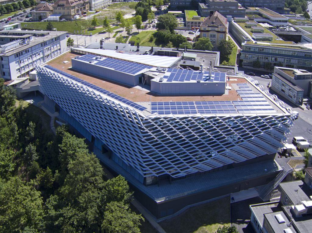 Installation photovoltaïque SI-REN sur le toit du bâtiment Agora de l' ISREC